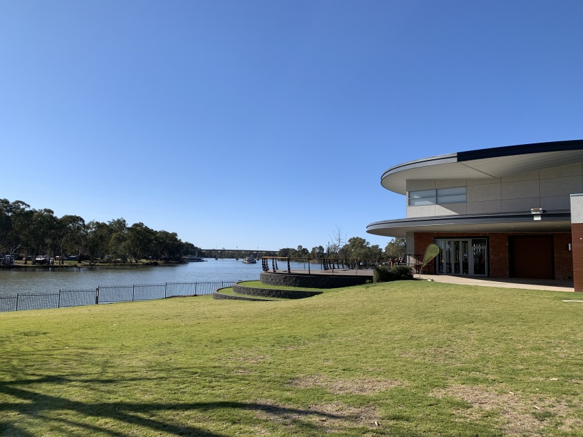 Luxury Living on the Murray River.