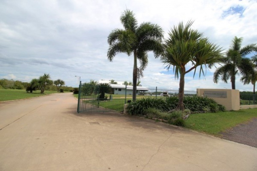 Land available in Paradise on the Hinchinbrook Channel