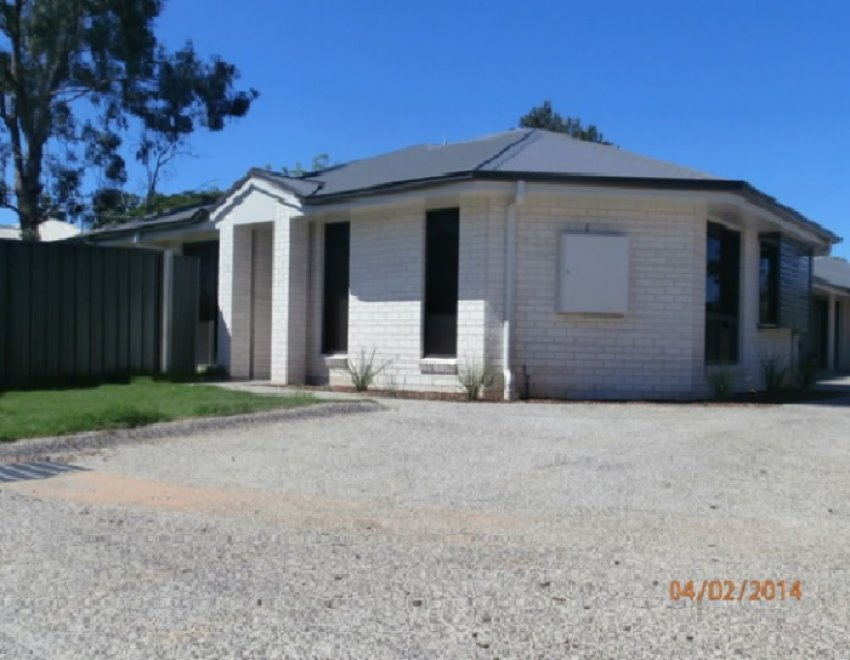 PRICE REDUCED!! Chinchilla Triplex