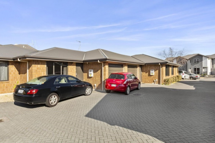 Two bedroom Brick investment Unit