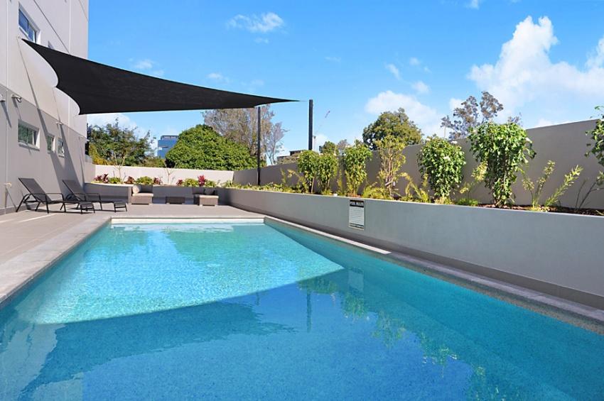 Fabulous Top Floor 'Parisian' Apartment near Brisbane River