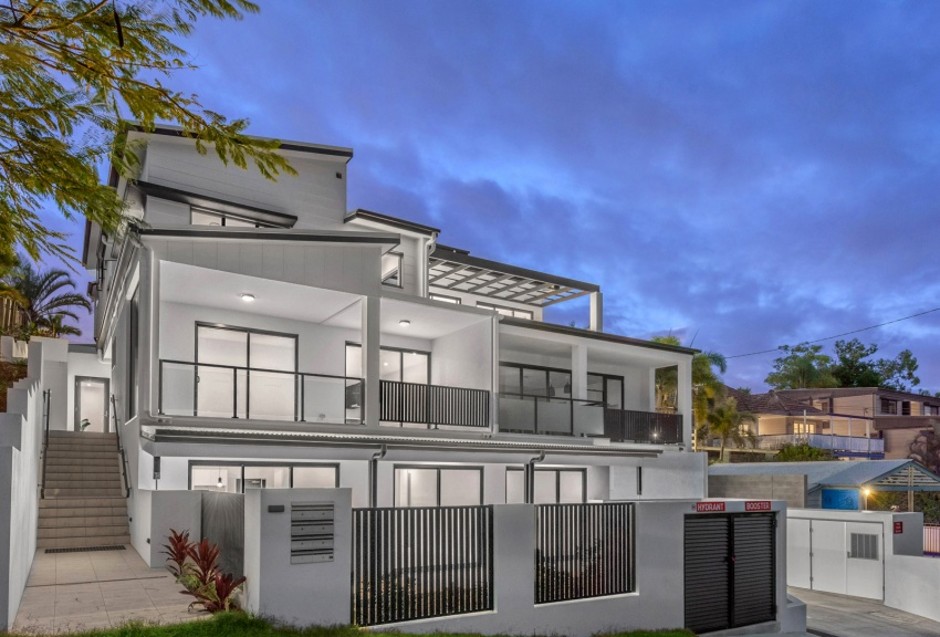Modern 2 level apartment plus roof top terrace in prime suburb